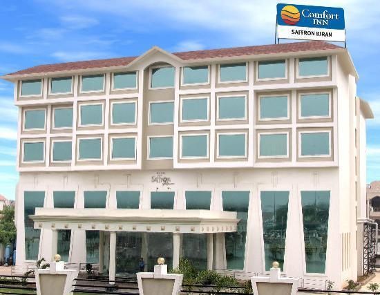 Hotel Saffron Kiran: Hotel Exterior View