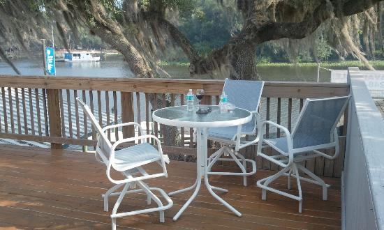 Hontoon Landing Resort & Marina: Balcony overlooking St.Johns River