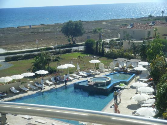 Llh E Cyprus: Midday when the swimming pool should be full it is now closed for chemicals to be added