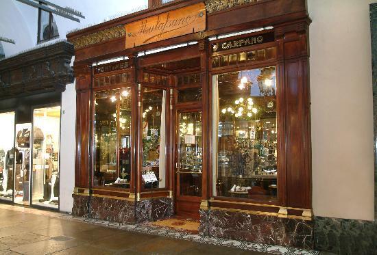 La vetrina del caff mulassano foto di caffe mulassano for Bar maison torino