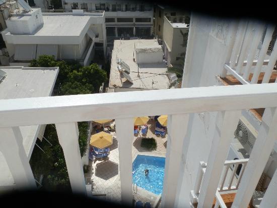 Mitsis Petit Palais Beach Hotel : Vue du balcon de la 603
