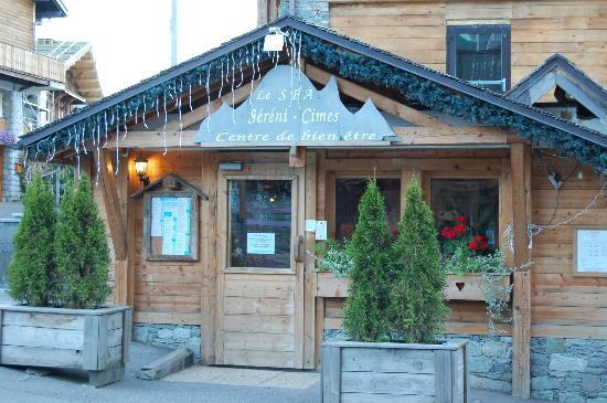 Chalet hotel La Marmotte : Entrée extérieure du Spa