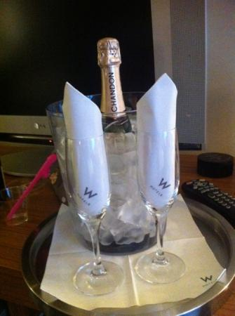 W Dallas Victory Hotel: complementary champagne