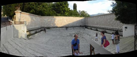 Fontana delle 99 cannelle: paoramica