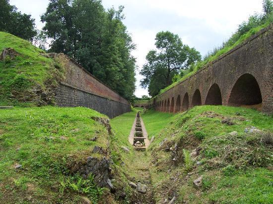 Fort de Leveau: Fossé intérieur