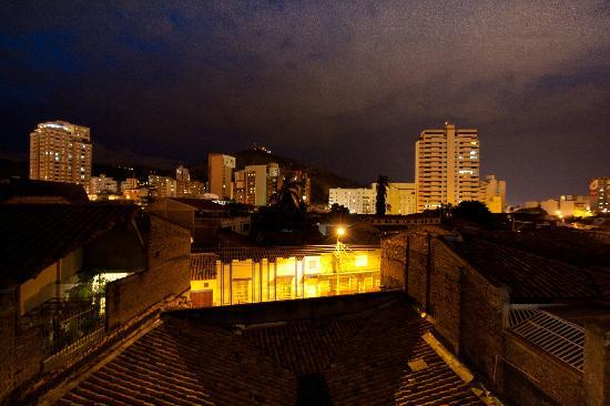 Hotel Boutique San Antonio: Night time view from the roof