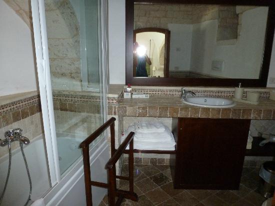 Tipico Suite: sala bagno