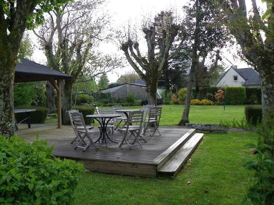 Armoric Hôtel : Dans le jardin
