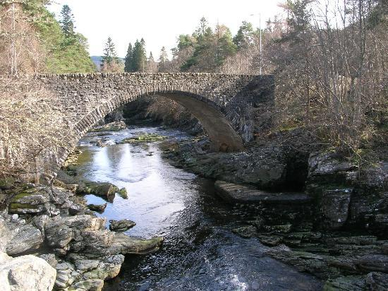 Darroch View B&B: The bridge at Invermoriston