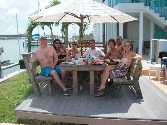Five Palms Condominium Resort: Picnic Table by Grills