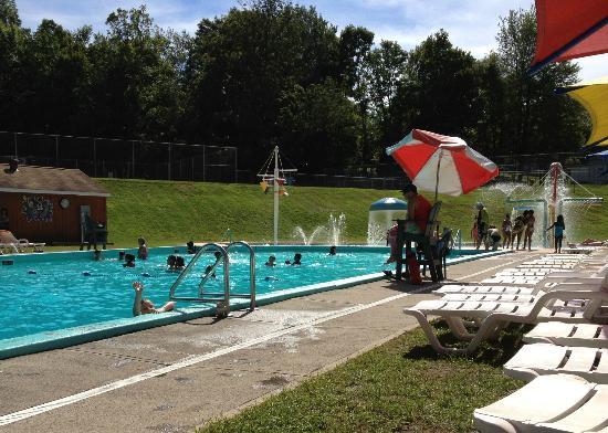 Jellystone Park at Birchwood Acres: Great pool and splash area