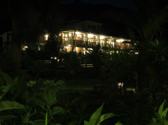 Sukapura, Indonesia: Night view of Java Banana Hotel