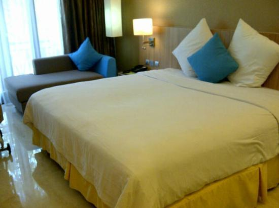 Novotel Surabaya Hotel and Suites: Premiere room 2