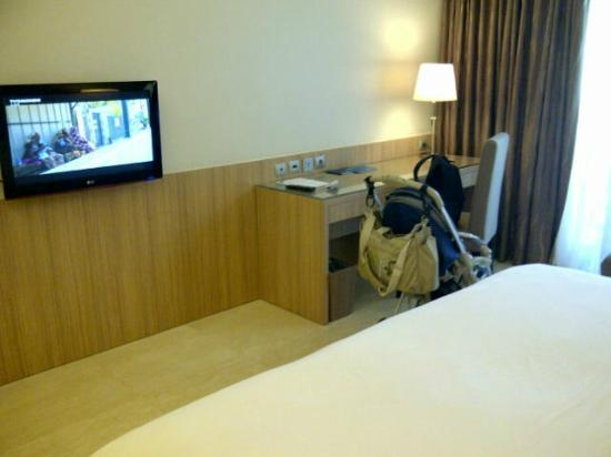 Novotel Surabaya Hotel and Suites: Premiere room 1