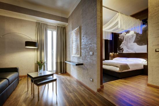 Dharma Hotel: Room