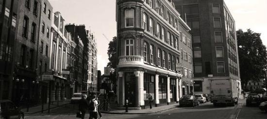 Charterhouse Bar : Stylistic shaped building
