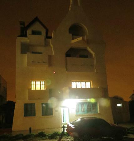 Hostel Pinamar: -