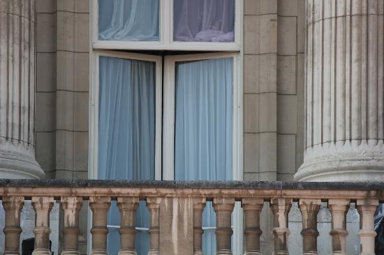 The famous balcony picture of buckingham palace london for Famous balcony