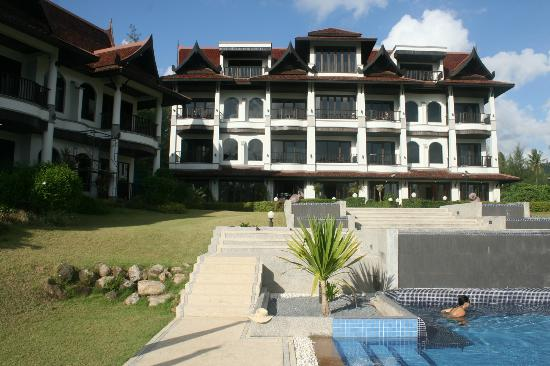 Khao Lak Riverside Resort & Spa: Main building and pool during the day