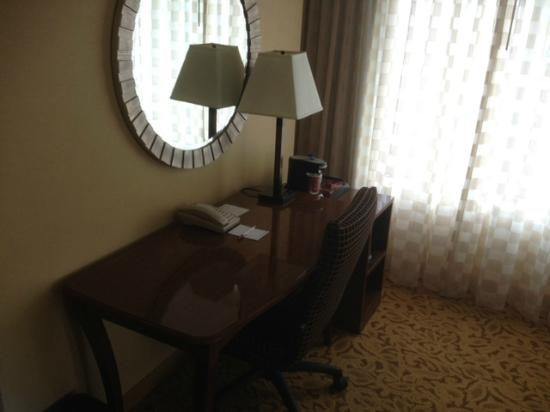 Marriott Portland City Center: desk