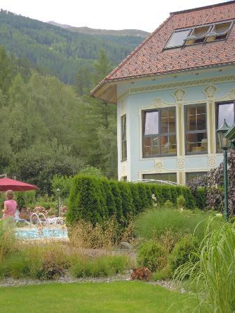 Hotel Castello Falkner: esterno centro benessere