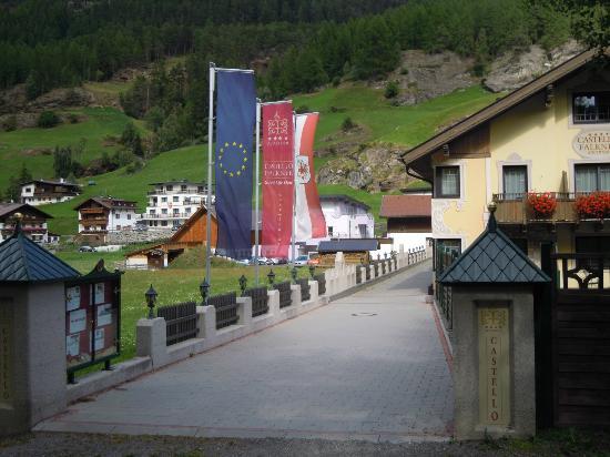 Hotel Castello Falkner: ingresso laterale