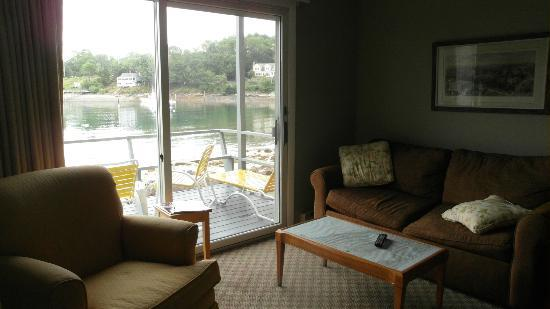 Dockside Guest Quarters and Restaurant: Livingroom w/ view