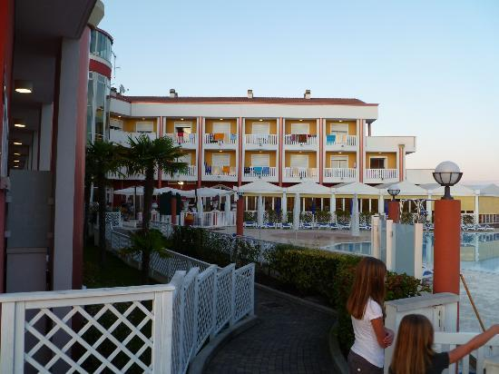Hotel Olympus: Hotel dalle piscine