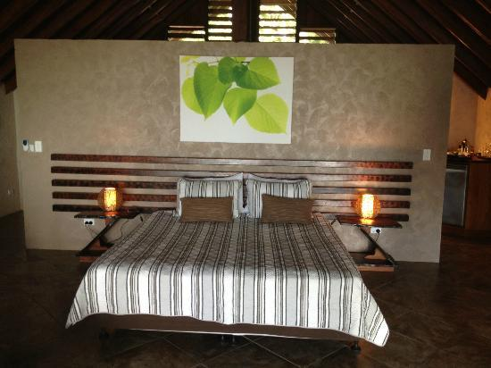 Lope Lope Lodge: Very comfortable Queen Bed