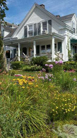 Greenleaf Inn at Boothbay Harbor: Front of the inn