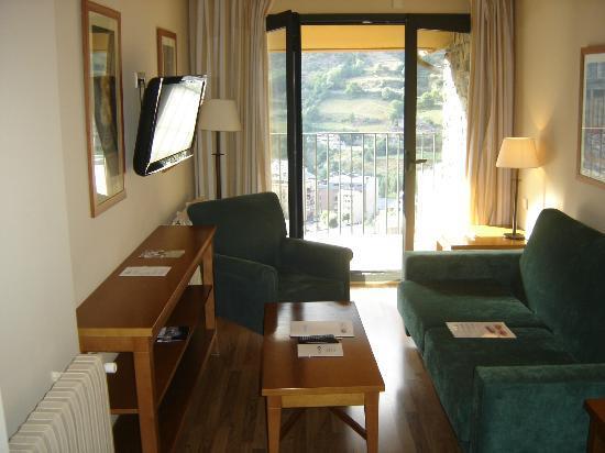 Aparthotel Shusski: Sala de estar con tv plana 32