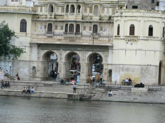Lake Pichola Hotel: View of ghats from terrace