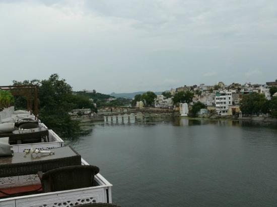 Lake Pichola Hotel: View from roof-top restaurant