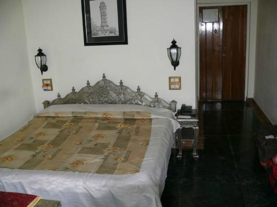 Lake Pichola Hotel: First bedroom