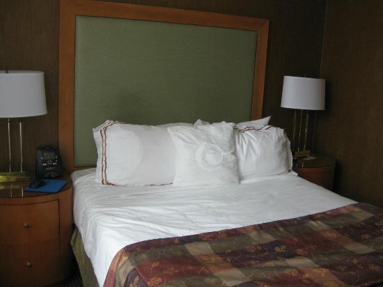Executive Hotel Vintage Park: Room 805