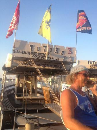 Franco Futura un'istituzione a Pantelleria gita guidata in barca,unbuon pranzo e tuffi nel blu