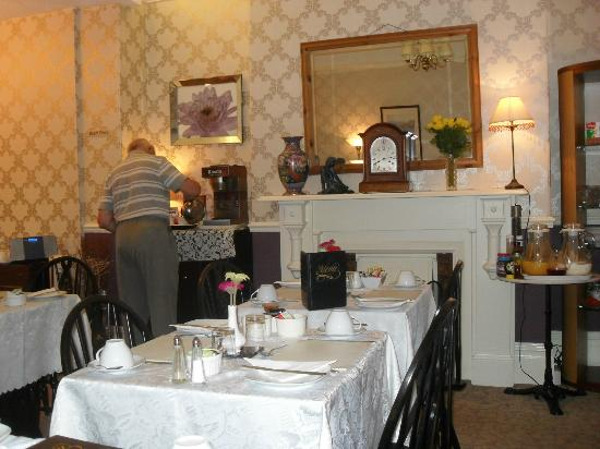 The Alexander: Small but pleasant breakfast room