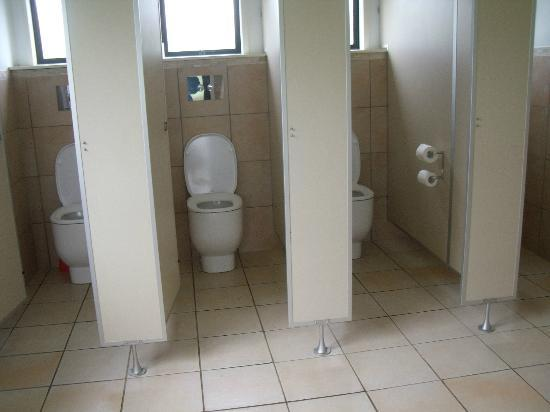 Kamo Wildlife Sanctuary: clean bathroom