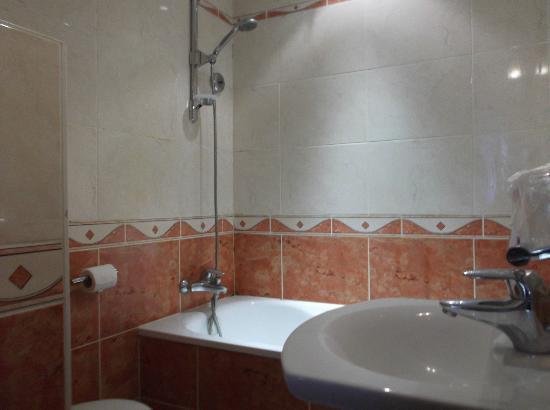 Metropol Hotel : Bathroom