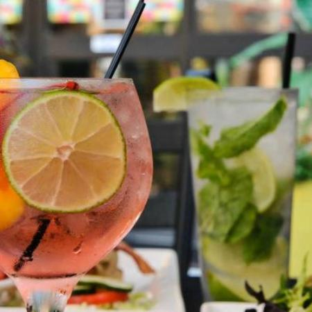 Chester's : Yummy Peach Sangrias and Signature Mojitos