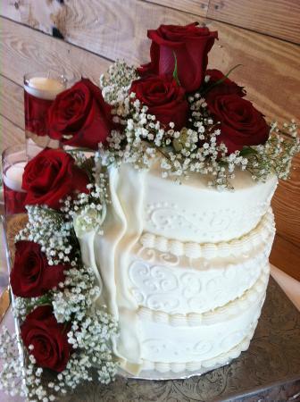 White Oak River Bistro: Custom Wedding Cake