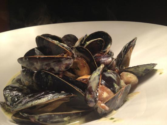 Louie's Steakhouse and Lounge: Mussels
