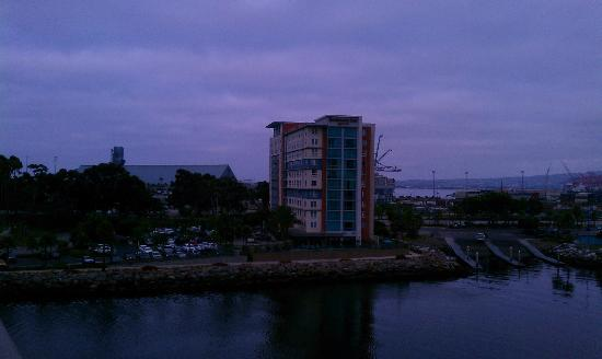 Residence Inn by Marriott Long Beach Downtown: Hotel at dusk