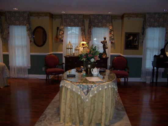 Lake Manor Bed & Breakfast : View as you walk in.