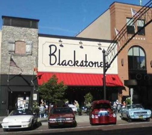 Blackstone's Pub & Grill: Blackstones Exterior on Saginaw Street