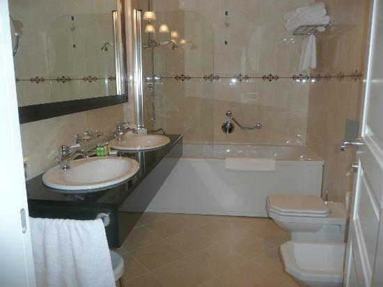 Royal Princess Hotel: Salle de bains