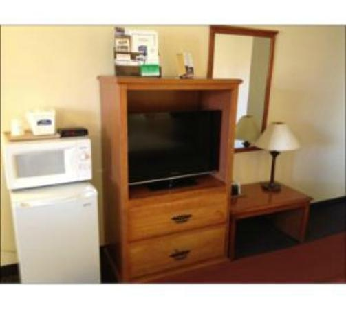 Howard Johnson Express College Station: Hotel Amenties with Frig/Microwave