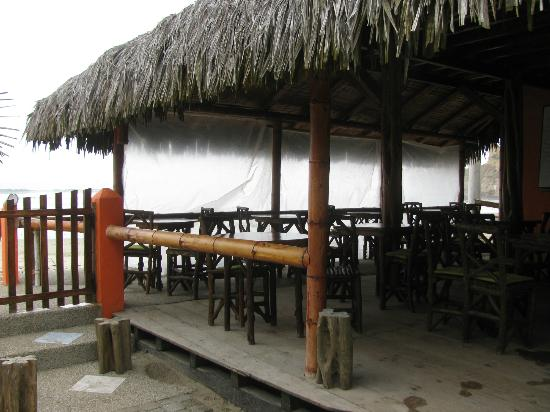 Hanga Roa Hostal: dining area, they had the plastic up to block the rain