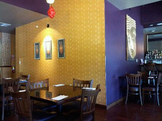 Spice Thai Kitchen and Restaurant: dining and bar