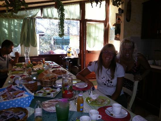 Bed & Breakfast Etnahouse: Colazione con Angela!!!!